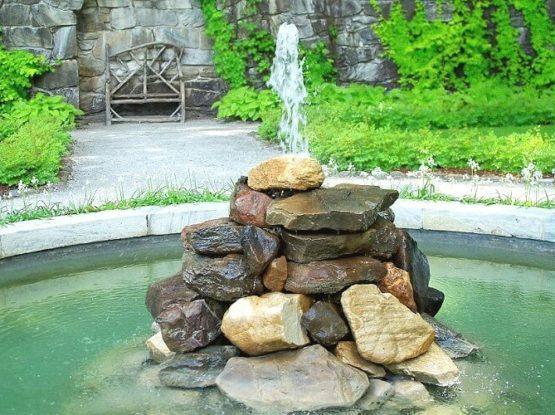 фонтан из камня