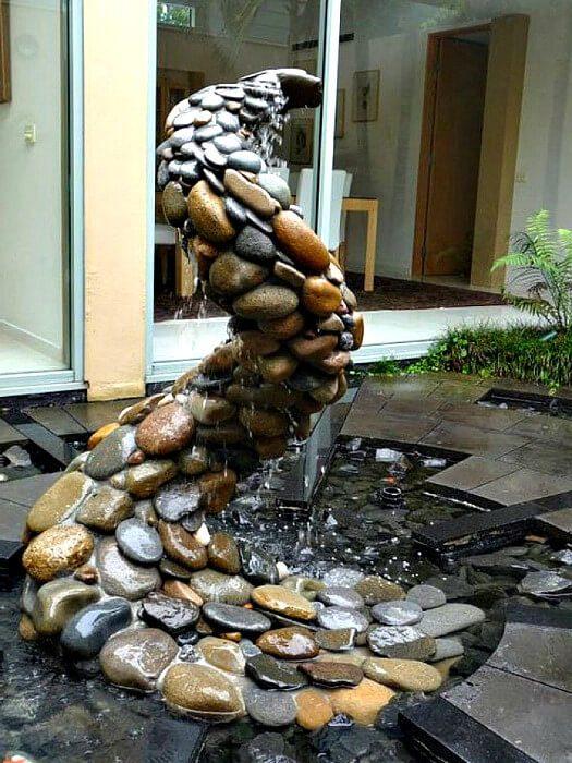 фонтан из природного камня