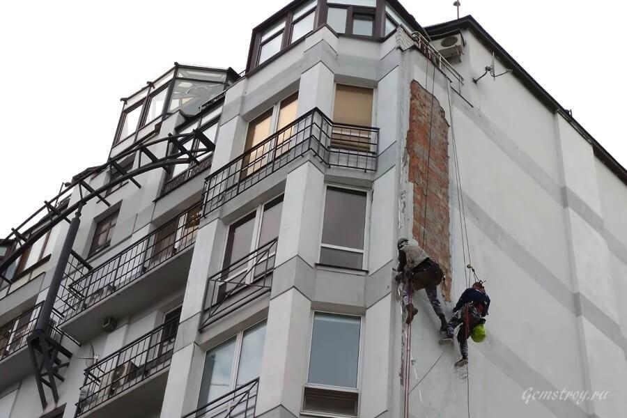 Высотные работы на здании